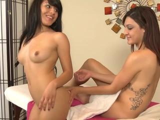 Nikki Seduces Liv Her Sexy Roommate & Masseuse