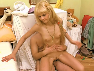 Sexy blonde babe sucking dick increased by procurement gaped overwrought yoke guy