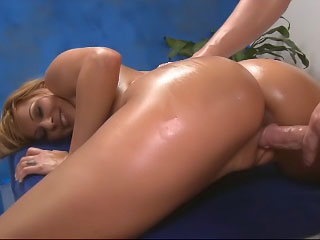 Sexy tow-haired widely applicable plays with the brush clit while riding a huge dick